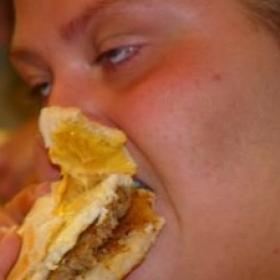 Jedząc niezdrowo jemy więcej